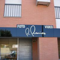 Rótulo cartel Foto y Video R. Ramirez Dos Hermanas Sevilla