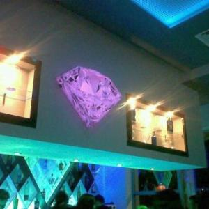 Diamante en metacrilato y led RGB, para Diamond Café Dos Hermanas Sevilla